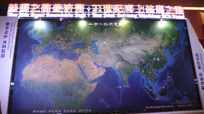 A huge map installed in the Silk Road Hall illustrates the routes of the Silk Road Economic Belt and the 21st Century Maritime Silk Road.(from:china culture)