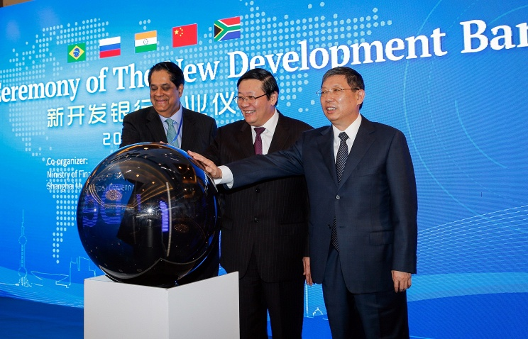 The president of the New Development Bank (NDB), Kundapur Vaman Kamath of India, China's Finance Minister Lou Jiwei and Shanghai's mayor Yang Xiong, attend the opening ceremony of the NDB in Shanghai© EPA/XING ZHE