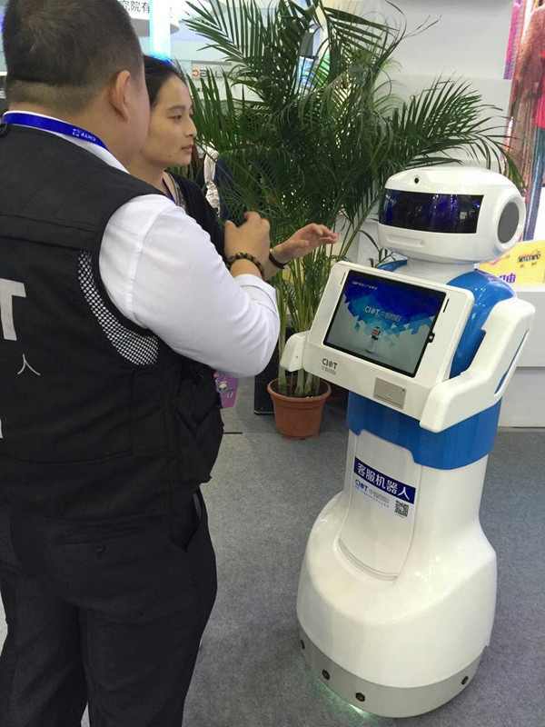 A customer service robot at the China Hi-tech Fair, which opens in Shenzhen, Guangdong province,on November 16, 2015. [Photo provided to chinadaily.com.cn]