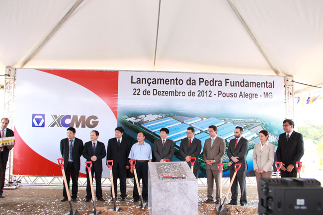 Leaders and guests participated in the ground-breaking ceremony of XCMG Brazil Manufacturing Base. © xgjx.xcmg.com